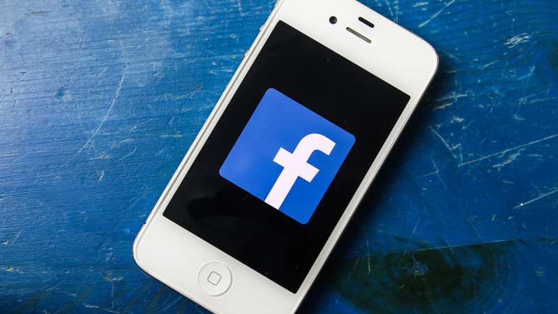 facebook-mobile-iphone-smartphone1-ss-1920-800x450