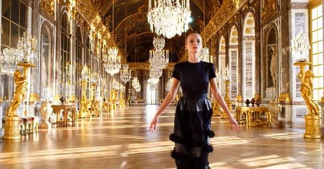 Величественные интерьеры Версальского дворца отлично вписываются в образ бренда, как высокого искусства